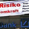 Anti-Atom-Aktivisten gegen Atomgeschäfte der Deutschen Bank