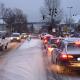 Winter-Räumdienst unterwegs und leichter Schneefall
