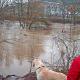 Hochwasser durchströmt die Lahnstadt Marburg