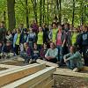 Jugendliche bauen Fachwerkhaus im Freizeitgelände Stadtwald
