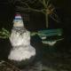 Nikolauswetter in Willingshausen: Erst Schneefall dann Regennacht vor dem Nikolaustag, zwei Schneemänner aus Metall