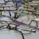 Sammlung ausgemusterter Brillen für Sehbehinderte in armen Ländern