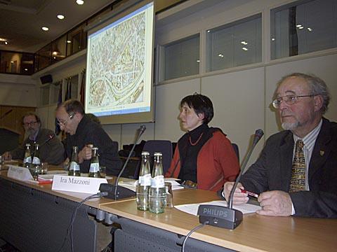 Die Referenten auf dem Podium