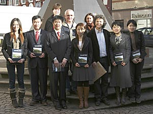 Bürgermeister Franz Kahle mit Marianne Neumann vom Fachdienst Jugendförderung mit Andreas Kunz und Manfred Hellmann und den Gästen aus China. Foto (H.Bambey)