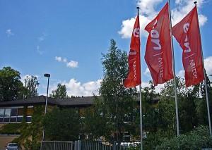 """""""Drei Fahnen Firma E.ON vor Gebäude"""