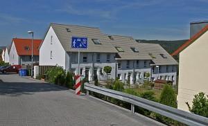 Reihenhäuser mit Zieldächern ohne Photovoltaik