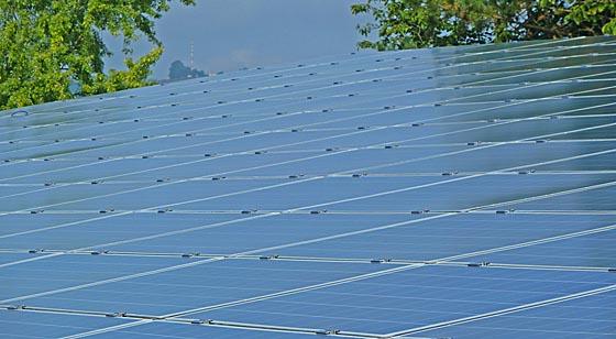 Solar-Carport an der Kreisverwaltung Marburg. (Foto Hartwig Bambey)