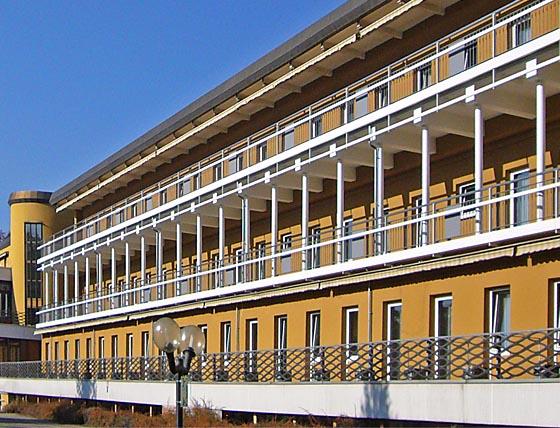 Es war einmal – Gebäudefront der jetzt abgebroechenen Klinik Sonnenblick im Mai 2011. Sternbald-Foto Hartwig Bambey