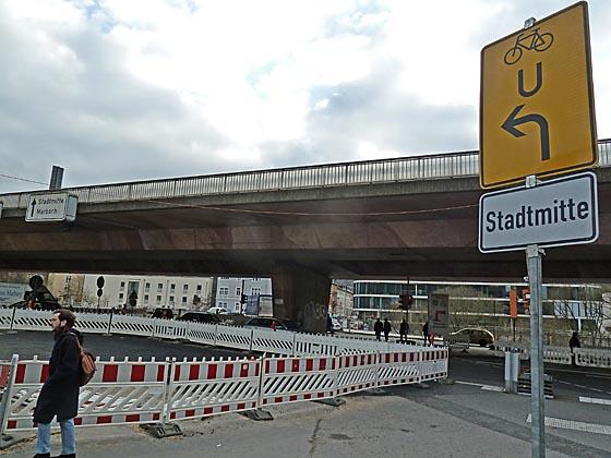 dbau0302_0044 Bahnhofsvorplatz