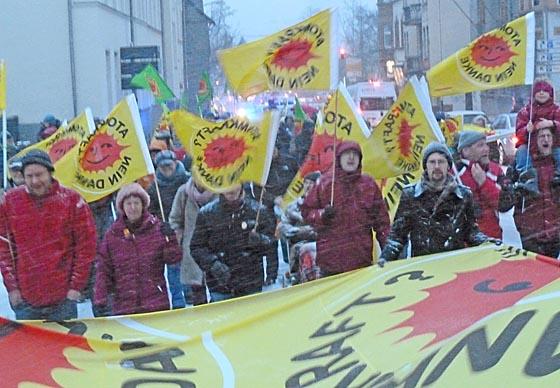 dbau0311_0023-Demonstrationszug-Fukushima-Tag