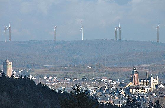 Der Windpark Hohenahr rund 8 Kilometer nördlich von Wetzlar auf diesem Foto vom Februar 2013. Quelle Wikipedia