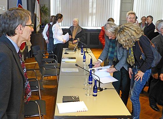 Die Vorstellung der Denkmaltopographie Marburg II ist als öffentliche Veranstaltung im Rathaus geboten worden. Zahlreiche Interessierte waren erschienen um sich über das Werk zu informieren. Foto Hartwig Bambey