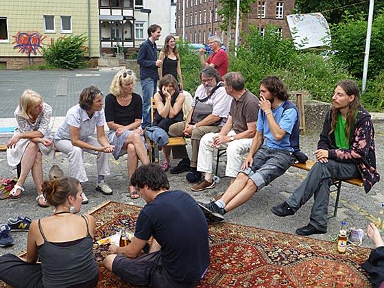 Austausch und Gespräche über Vorstellungen und Forderungen unter dem Motto 'Recht auf Stadt für alle'. Fotografien von Hartwig Bambey