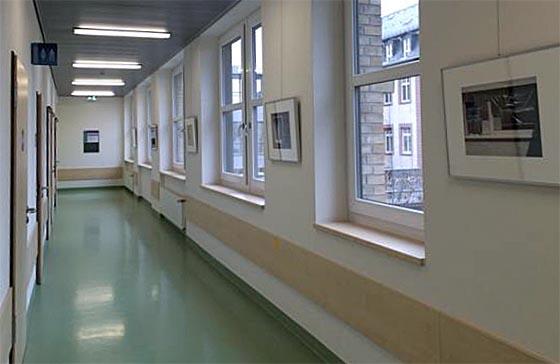 Mit Fotoarbeiten von Elisabeth Turvold wird der neue 'Kunst-Ort' im Uniklinikum Gießen eröffnet. Foto nn, UKGM Presse
