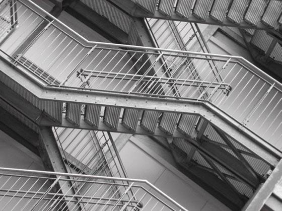 """""""Ingeniösen Baumeistern ist es gelungen, die ,Relativität' eines M.C. Escher von der Theorie in die Praxis zu überführen."""" (Elisabeth Turvold in: Gedankenlesezeichen. Aphorismen. Epigramme. Fernwald: litblockín, 2014)"""