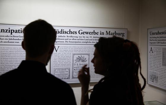 Tafeln zur Ausstellung 'Marburger Alltagsleben im 19. Jahrhundert'. Sternbald-Fotografien von Hartwig Bambey