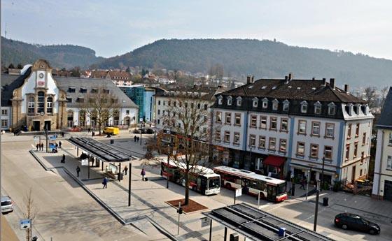 Der neu gestaltete Bahnhofsvorplatz in Marburg. Foto Jennifer Bauer.jpg