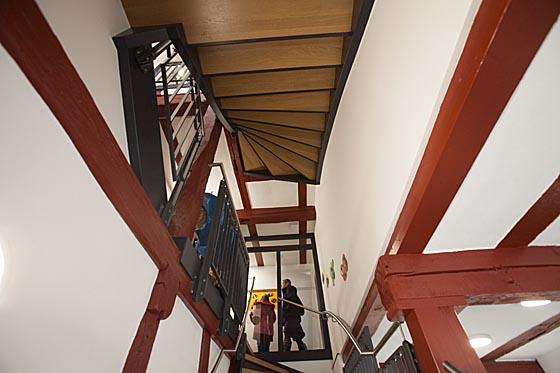 Spannender Durchblick im Treppenhaus. Sternbald-Foto Hartwig Bambey © 2016