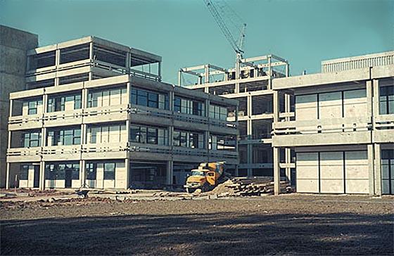 Sammel-Verfügungsgebäude während des Baus. Foto und © Spieker/Langenberg