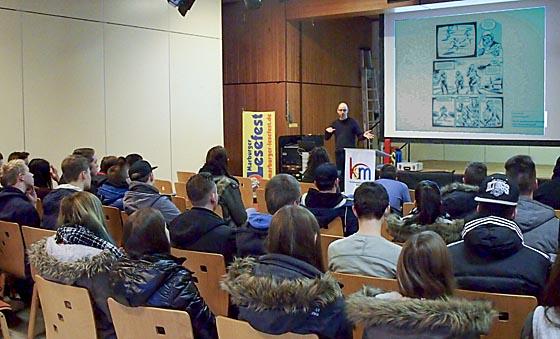 Schüler der Berufsfachschule während des Vortrages von Autor Reinhard Kleist. Foto nn
