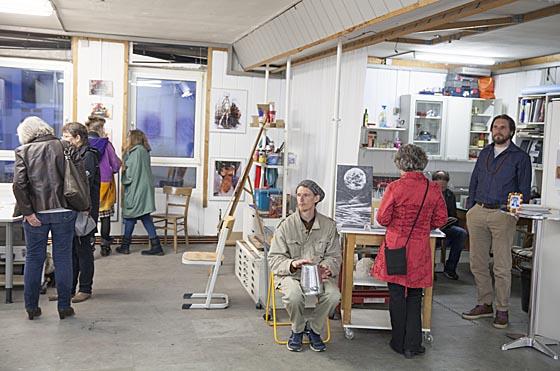 Ein sehr avanciertes Programm für zwei Tage stellen KünsterInnen im Schwanhof als 'Kunst im Schwanhof - Stimmungen' auf die Beine und konnten viele Besucher damit beeindrucken. Sternbald-Foto Hartwig Bambey