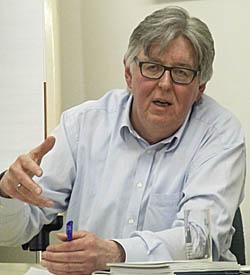 Reinhard Bayer bei einer Veranstaltung in Marburg. Sternbald-Foto Hartwig Bambey