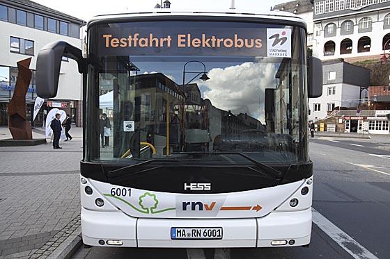 In der zweiten Hälfte dieser Woche bieten die Stadtwerke Interessierten Gelegenheit zur Mitfahrt in einem Elektrobus, der in Marburg getestet wird. Ausgangspunkt ist jeweils das Cineplex. Sternbald-Foto Hartwig Bambey