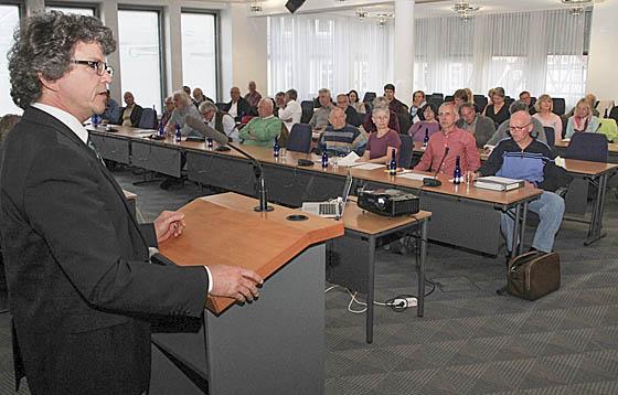 Nach der Abschlussveranstaltung für die erste Phase von IKEK, geht die Dorfentwicklung in die Umsetzung über. Bürgermeister Dr. Franz Kahle freute sich über mehr als 80 Teilnehmerinnen und Teilnehmer. Foto Heiko Krause