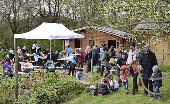 Endlich einmal gutes Wetter beim Frühlingsfest der Richtsberggärten. Die Besucherinnen und Besucher konnten die Atmosphäre auf dem Gelände genießen. Foto Nadja Schwarzwäller
