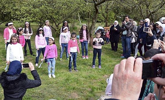 Zum Programm des Frühlingsfestes gehörte auch der Auftritt des Kinderchors des Islamischen Kulturvereins. Foto Nadja Schwarzwäller