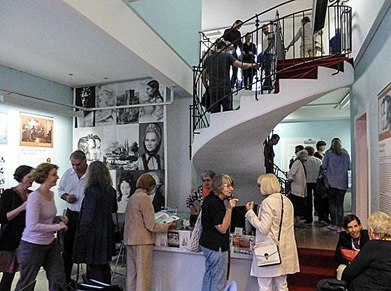 Viel Interesse gab es zur Ausstellungseröffnung im Marburger Haus der Romantik, wo bis Februar 2017 die Sagen der Brüder Grimm präsentiert werden. Sternbald-Foto Hartwig Bambey