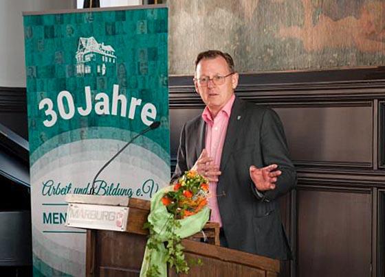Der Ministerpräsident von Thüringen, Bodo Ramelow, war Festredner im Rathaussaal zum 30jährigen Jubiläum von Arbeit und Bildung e.V.. Den bedeutenden Marburger Sozialverein hatte Ramelow im Jahr 1986 mit ins Leben gerufen. Foto Aksana Oksamytna
