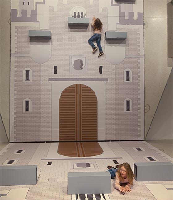Spielerische Ausprobieren und Aneignen – Kinder sind zum Mitmachen aufgefordert. Sternbald-Foto Hartwig Bambey