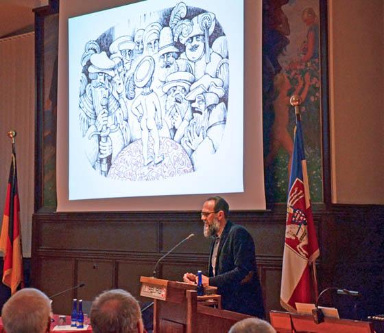 """Vitali Konstantinov begeisterte im Historischen Rathaussaal mit der Vorstellung seiner Illustrationen für die neue Stadtschrift """"Die von Marpurg und die Welt Martin Luthers"""". Foto Philipp Höhn"""